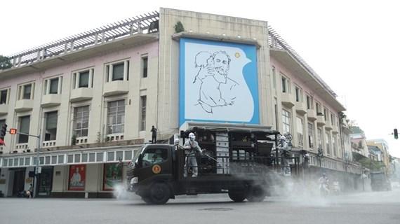 Realizan desinfección a gran escala en Hanoi para frenar propagación del COVID-19