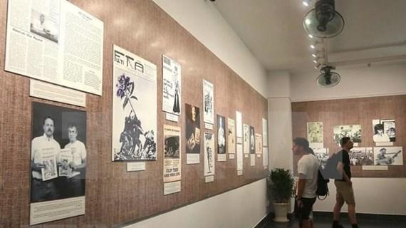 Presentan libro sobre actividades de estadounidenses contra la guerra en Vietnam