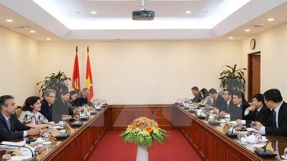 Cuba y Vietnam debaten medidas destinadas a fomentar lazos en campo ideológico