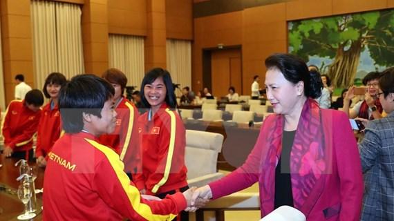 Honra presidenta del Parlamento de Vietnam a selección nacional de fútbol femenino