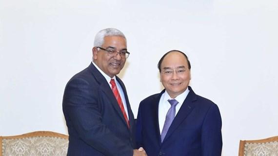 Recibe primer ministro de Vietnam al titular de Justicia de Cuba