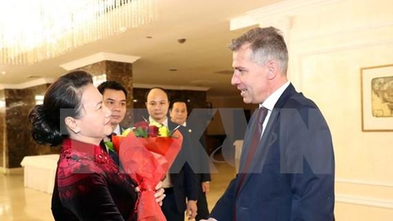 Vietnam desea intensificar colaboración con Partido Comunista de Belarús