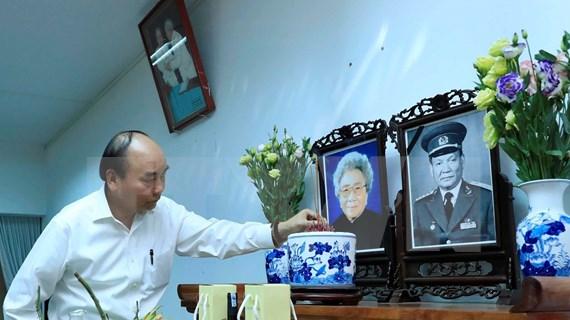 Premier vietnamita rinde homenaje póstumo a extintos dirigentes del país