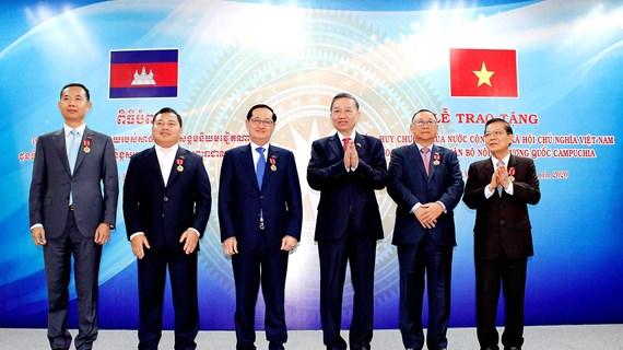 Vietnam y Camboya por estrechar cooperación en garantía de seguridad