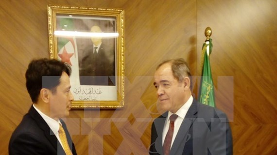Presenta embajador vietnamita en Argelia cartas credenciales