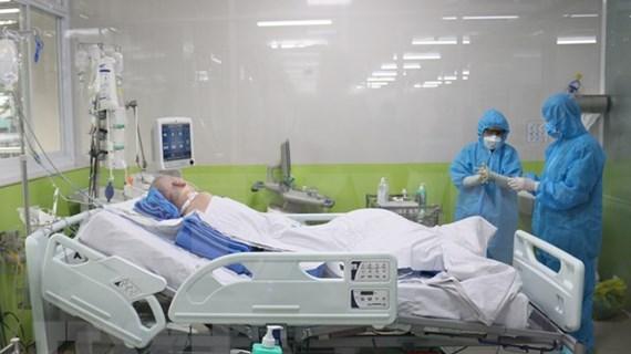 Los pulmones del paciente más crítico de COVID-19 en Vietnam se recuperan en un 50 por ciento