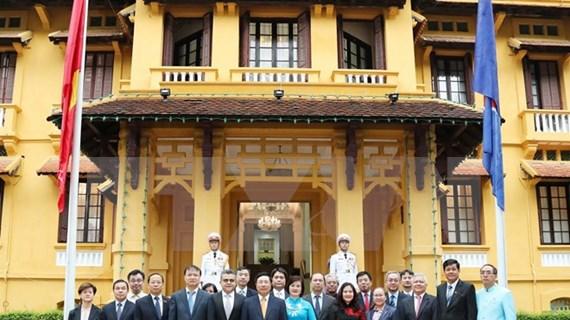 Izan bandera de la ASEAN en Vietnam por aniversario 53 de su fundación
