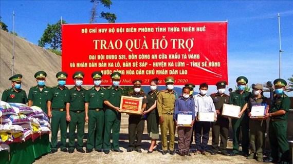 Provincia vietnamita entrega obsequios a soldados y pobladores laosianos