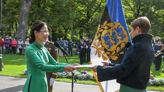 Presidenta de Estonia confía en relaciones más estrechas con Vietnam