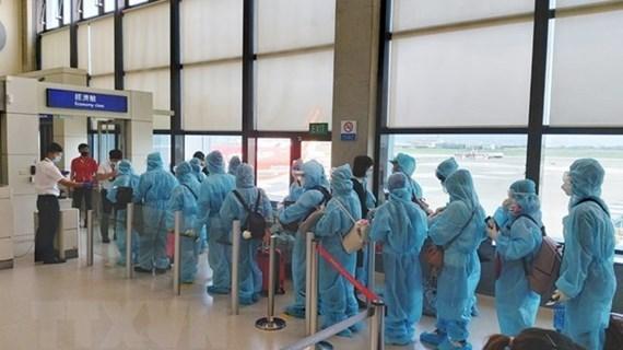 Repatrían a 350 ciudadanos vietnamitas desde Estados Unidos y Japón