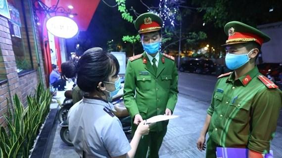 Premier de Vietnam llama a evitar la autocomplacencia entre la población en la lucha contra el COVID-19
