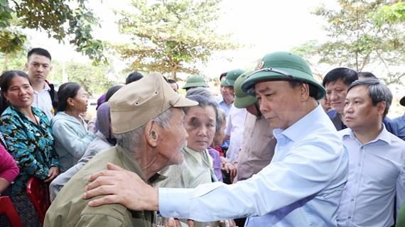 Premier de Vietnam inspecciona labores para superar consecuencias de riadas en el Centro