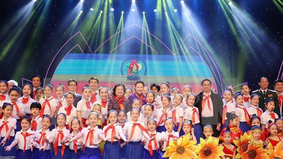 Elogian a alumnos destacados en Vietnam