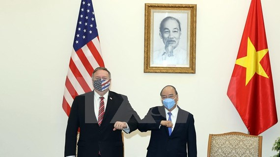 Premier de Vietnam recibe a Michael Pompeo
