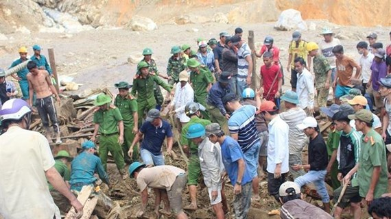 Rescatan a 33 personas en deslaves en una comuna de la provincia vietnamita de Quang Nam