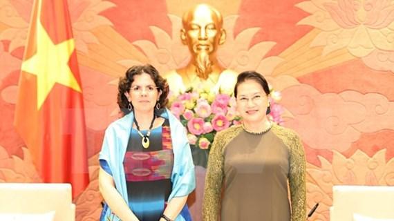 Aprecia máxima legisladora de Vietnam apoyo de Cuba a lucha antiepidémica