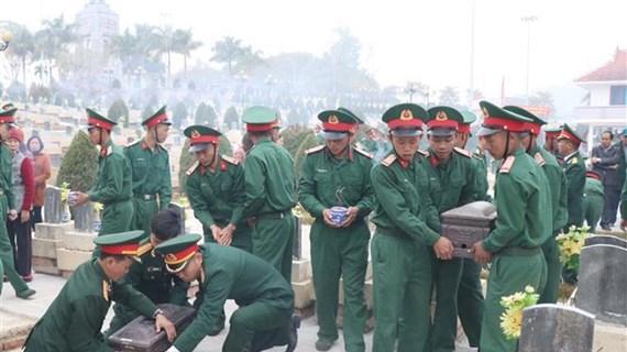 Sepultan restos de voluntarios vietnamitas caídos en Laos