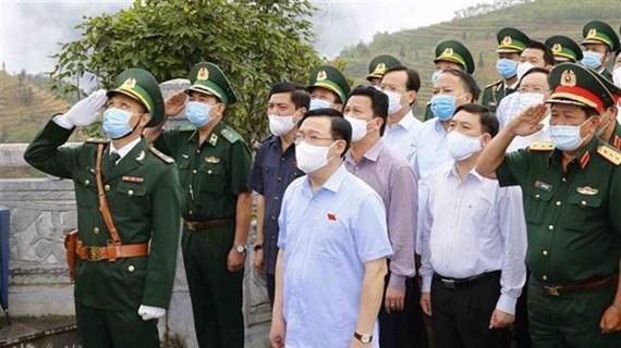 Presidente del Parlamento inspecciona preparativos para las elecciones en Ha Giang