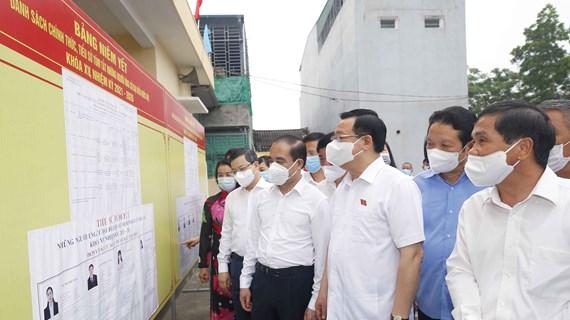 Dirigentes vietnamitas se reúnen con votantes en localidades