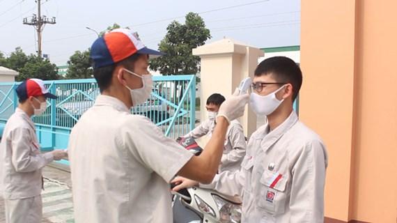 Exigen evitar propagación de COVID-19 en zonas industriales de Vietnam