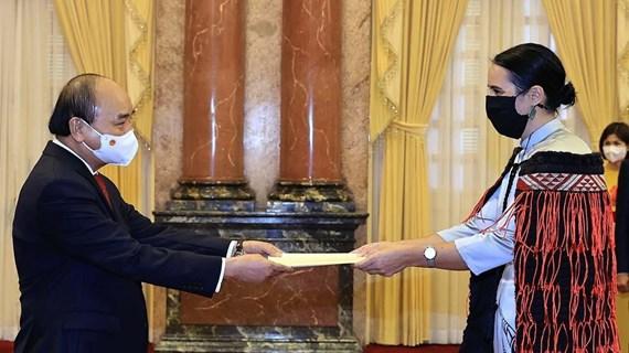 Presidente vietnamita recibe cartas credenciales de nuevos embajadores