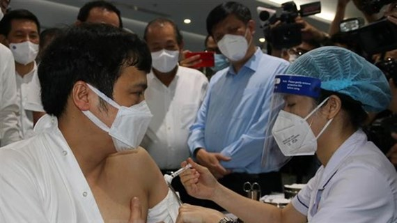 Comienza Ciudad Ho Chi Minh mayor campaña de vacunación contra el COVID-19