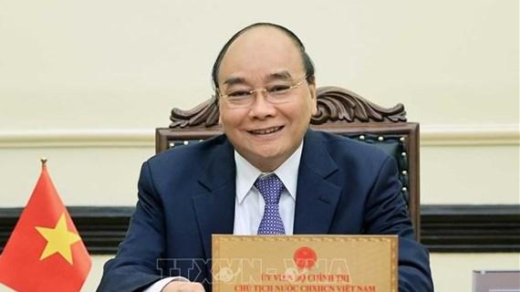 Presidente de Vietnam rinde homenaje a las personas con méritos revolucionarios