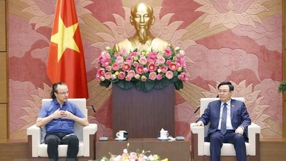 Presidente del Parlamento vietnamita recibe a director de NG Biotech