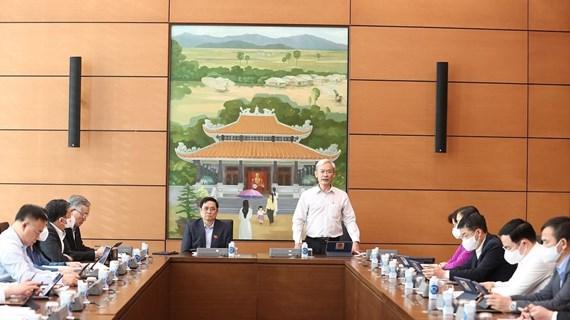 Analizan en Vietnam plan de desarrollo socioeconómico y borradores de leyes