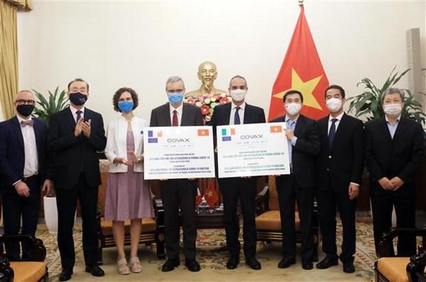 Francia e Italia apoyan a lucha contra el COVID-19 en Vietnam hinh anh 1