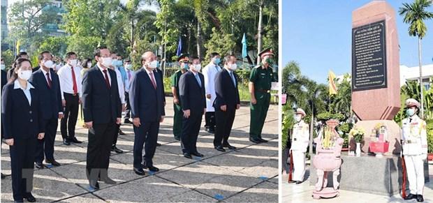 Rinden tributo al Presidente Ho Chi Minh y martires en Ciudad Ho Chi Minh hinh anh 1
