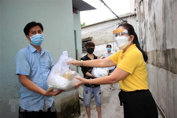 Maximo dirigente partidista alienta a autoridades y pobladores de Ciudad Ho Chi Minh en lucha antiepidemica hinh anh 1