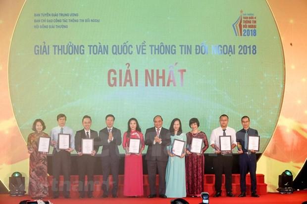 [Foto] Entregan en Vietnam los premios de informacion al exterior hinh anh 8