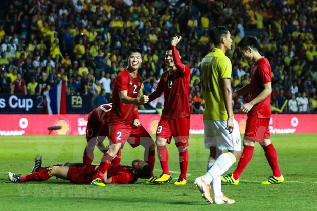 [Foto] Vietnam vence 1-0 a Tailandia en la Copa del Rey hinh anh 10