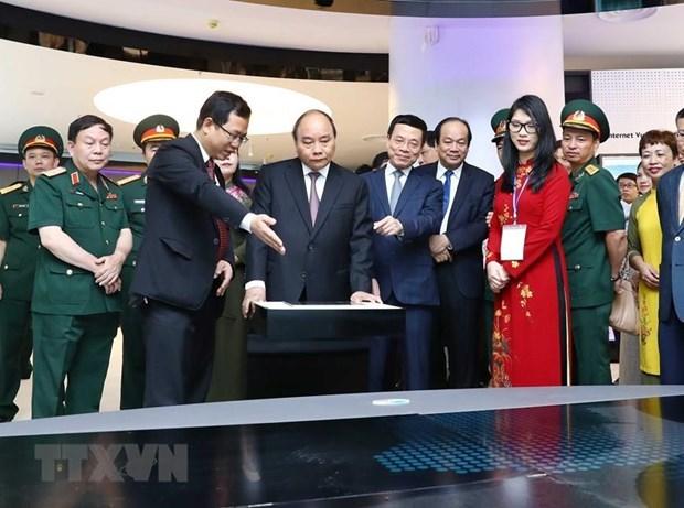 Insta primer ministro vietnamita a grupo Viettel a ser pionero en industria 4.0 hinh anh 2