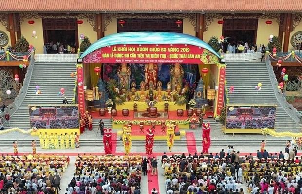 Desarrollan turismo de Vietnam como sector puntero de la economia hinh anh 1