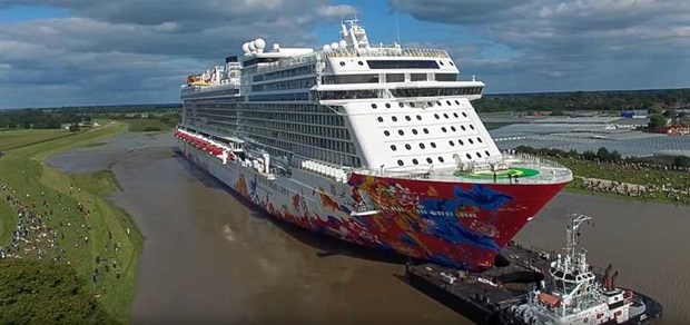 Atracan en provincia vietnamita de Ba Ria- Vung Tau dos cruceros con mas de siete mil turistas hinh anh 1