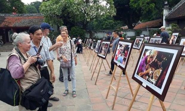 Inauguran exposicion de fotos por 65 anos de liberacion de Hanoi hinh anh 1