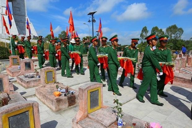 El aniversario 70 del Dia tradicional de soldados y expertos voluntarios vietnamitas en Laos hinh anh 8