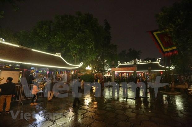 Hanoienses acuden a las pagodas para pedir suerte hinh anh 1