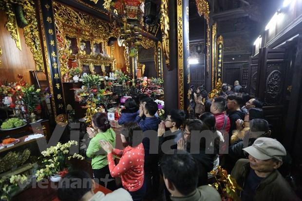 Hanoienses acuden a las pagodas para pedir suerte hinh anh 10