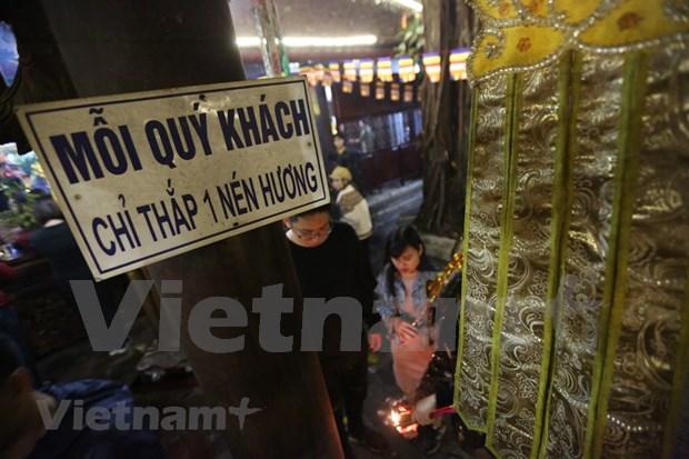 Hanoienses acuden a las pagodas para pedir suerte hinh anh 11