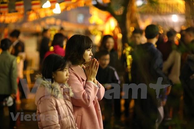 Hanoienses acuden a las pagodas para pedir suerte hinh anh 14