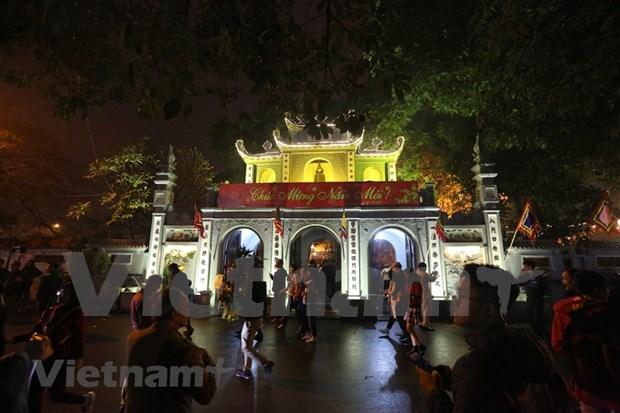 Hanoienses acuden a las pagodas para pedir suerte hinh anh 3
