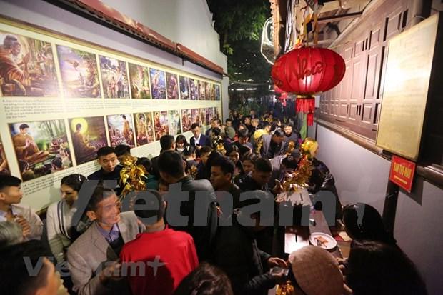 Hanoienses acuden a las pagodas para pedir suerte hinh anh 5