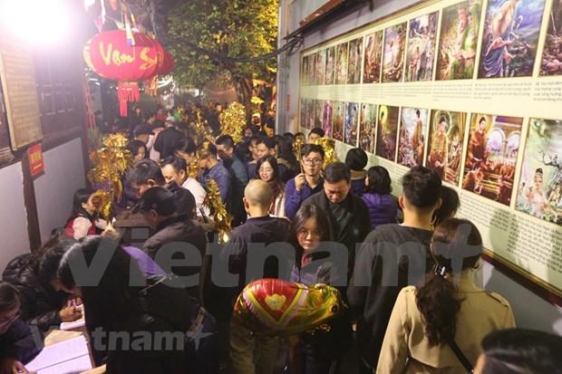 Hanoienses acuden a las pagodas para pedir suerte hinh anh 6