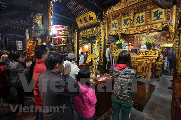 Hanoienses acuden a las pagodas para pedir suerte hinh anh 7