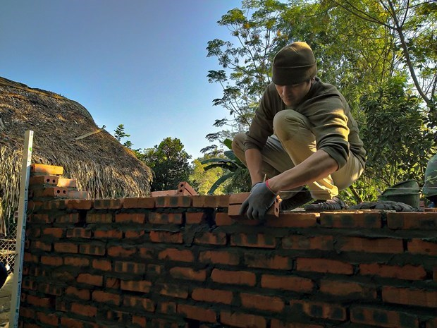 El maestro norteamericano y su proyecto de asistencia a pobres en Vietnam hinh anh 2