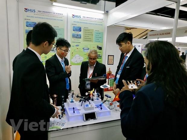 Estudiantes vietnamitas ganan medalla en concurso internacional de iniciativas e innovacion en Malasia hinh anh 2