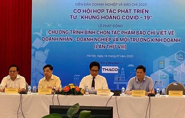 Medios de comunicacion y empresas de Vietnam cooperan para superar la crisis del COVID-19 hinh anh 1